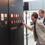 JUNG präsentierte den Schalterklassiker LS 990 in Les Couleurs® Le Corbusier Farben