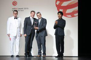 Nils Rödenbeck, Interface Vertriebsleiter Deutschland (links) und Henry van de Bovenkamp, Senior Project Leader Technical (rechts) nahmen die Auszeichnung im Aalto-Theater entgegen