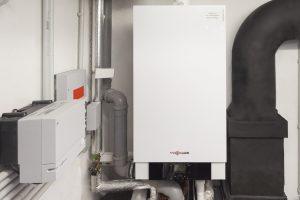 Bei der Wahl eines geeigneten Energiesystems für Heizung, Warmwasser und Stromerzeugung fiel die Entscheidung auf die gasbetriebene Mikro-Kraft-Wärme-Kopplungsanlage Vitotwin 300-W von Viessmann.