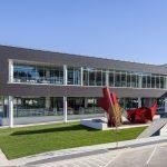 Mit SageGlass® von Saint-Gobain im Schüco Profil wird die Fenster- und Fassadengestaltung nachhaltiger und energieeffizienter und eröffnet neue Design-Spielräume bei gesteigertem Komfort.