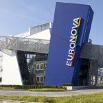 """Das auffällige Eingangsgebäude bildet das Tor der """"Euronova Loft- und Ateliermeile Süd"""" im Kölner Stadtteil Zollstock."""