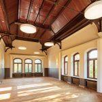 Der historische Sitzungssaal konnte durch den Rückbau der in den 50er Jahren eingefügten Zwischenebene in den Originalzustand zurückgeführt werden.
