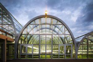 Hochtransparente Weißgläser in Forschungsgewächshäusern optimieren das Pflanzenwachstum