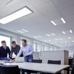 Office-Licht in seiner schönsten Form: Lateralo Hängeleuchten-Systeme von TRILUX