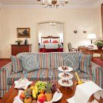 Alle 156 Gästezimmer und Suiten des Hotels wurden von 2008 bis 2010 renoviert und präsentieren sich freundlich, luxuriös und detailfreudig.