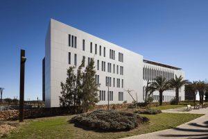 Neues Headquarter der Cajamar Group beeindruckt mit Dekton an vielen Fronten