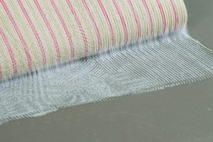Erster Bodenbelagsklebstoff auf der Baustoffdatenbank ÖKOBAUDAT: Mit dem nachhaltigen und sehr emissionsarmen Klebstoff Uzin UZ 57 lassen sich textile Beläge sicher und schnell verkleben.