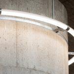 Perfekt angepasst: Das anspruchsvolle Design der Ringleuchte rückt den Beton ins rechte Licht.