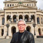 Daniel Libeskind vor der Alten Oper in Frankfurt
