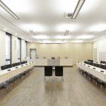 Modernste Technik findet sich in den Sitzungssälen wieder.