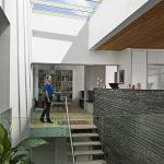 Jetzt auch für den privaten Wohnungsbau: Das Velux Modulare Oberlicht-System bringt großflächig Tageslicht in die Räume unter dem flachen oder flachgeneigten Dach.