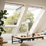 Attraktive Alternative für alle, die weiße Fenster und zugleich das Naturmaterial Holz in ihren Wohnräumen bevorzugen: die neuen Velux Holzfenster in Weiß.