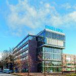 Mit dem Neubau der DACH Firmenzentrale wurde der ehemalige Fabrikationsstandort umfassend erweitert und die enge Vernetzung von Vertrieb, Forschung, Entwicklung und Fertigung weiter vorangetrieben. In dem repräsentativen Glasbau auf dem neuen Campus entst