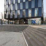 Der Solitär n´bildet zusammen mit dem neu angelegten Vorplatz das Entree zum Hochschulstandort Mönchengladbach.