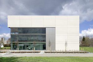 Der erste Meilenstein zur Campusentwicklung ist gelegt, das Seminargebäude fertiggestellt.