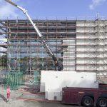Pro Tag wurden zwischen 4 und 6 Betonplatten angebracht.