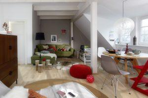 Der Umbau hat sich gelohnt: Aus dem alten Speicher wurde ein helles, großzügiges Wohnzimmer.
