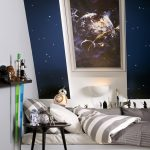 "Die ""Star Wars & VELUX Galactic Night Collection"" im Design ""Todesstern"" zeigt den Angriff auf die Kampfstation des galaktischen Imperiums."
