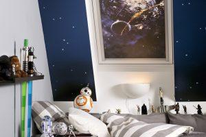 """Die """"Star Wars & VELUX Galactic Night Collection"""" im Design """"Todesstern"""" zeigt den Angriff auf die Kampfstation des galaktischen Imperiums."""