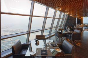 "Atemberaubender Panoramablick durch die Fassade des ""Hotel-Turms""."
