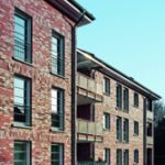 Alle Wohnungen sind barrierefrei mit ausreichenden Bewe-gungsflächen ausgeführt. Sie verfügen alternativ über Balkon oder Terrasse.