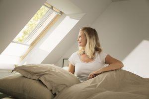 Ungestört Schlafen – mit Schallschutzfenstern ist dies auch in geräuschintensiven Umgebungen möglich.