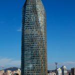 Der Allianz Tower in Istanbul: ein 185,5 m hohes, 40-geschossiges Bürohaus neuester Bautechnik, das als erstes Gebäude in der Türkei die LEED Zertifizierung in Platin erhielt. Textur und Ornamentik in der Fassade nehmen Bezug zur Architektursprache des Or