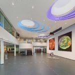 Eine anspruchsvolle Deckenkonstruktion prägt das Foyer des Max-Planck-Institutes für Sonnensystemforschung in Göttingen.