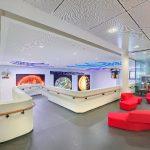 Das inspirierende Foyer ist Schnittstelle zwischen dem öffentlichen Außenraum und den Forschungslaboren.