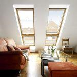 Viele Fenster sorgen für den optimalen Luftaustausch: Damit das Lüften keine Arbeit macht, wurden automatische Dachfenster von Velux eingebaut.