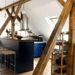 Die helle Küche ist das Zentrum des Familienlebens – beim Umbau wurde sie bewusst offen zu den anderen Räumen gestaltet.