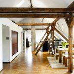 Geräumige 143 Quadratmeter lichtdurchfluteter Raum bieten nun das optimale Wohn-Atelier.