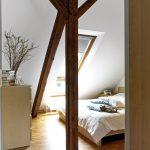 Die freigelegten Holzkonstruktionen sorgen für einen charmanten Kontrast und wurden bewusst in die Räume integriert.