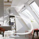 Hohe Luftfeuchtigkeit, etwa nach dem Duschen, sollte durch Lüften schnell aus dem Bad entfernt werden.