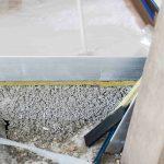 Der Calciumsulfat-Dünnestrich Uzin SC 997 wird im 2. Stock als oberste Schicht auf Trennlage schwimmend aufgebracht.