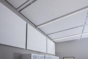 Einfache Montage, optimale Raumakustik und ansprechende Optik: das neue Akustik-Panel Cleaneo Single Smart überzeugt in vielfacher Hinsicht – als Wand- oder Deckensegel.