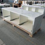 Auf Basis der seitens Fa. Ganter angelieferten Rohkorpusse und Schubladenfächer wurden die Möbel bei Grama Blend rundum mit ihrer Hybrid-Marmorfläche veredelt.