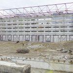 Bis auf die Hülle entkernt: Vom Bestandsgebäude bleibt im Rahmen der Sanierung nur die Fassade bestehen.