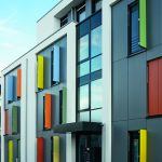 Die innenstadtnahe Siedlung in Mönchengladbach zeichnet sich durch energetisch sinnvolles Bauen mit hoher Transparenz, einer lebhaften Fassadengestaltung und durchdachter Funktionalität aus.