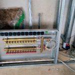 Einer von vier EMPUR-Geniax-Komplettverteilern, die mit den dezentralen Pumpen anstelle einer zentralen Umwälzpumpe jeden einzelnen Fußbodenheizkreis im Neubau bedarfsgerecht versorgen.