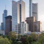 Als architektonisch herausragendes Bauwerk bildet der 2015 fertiggestellte, 170 m hohe Taunusturm ein weiteres Highlight in der Skyline des Frankfurter Bankenviertels. Die sachliche Gediegenheit der gestalterischen Linie setzt sich gemäß dem Anspruch sein