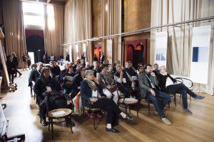 Fast eine sakrale Atmosphäre: der Konferenzsaal von RBTA in 'La Fábrica', der ehemaligen Zementfabrik.