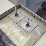 Mit Hilfe des magnetischen ReVisionSys® Montagesystems sind die BlendStone® Verkleidungselemente dreidimensional justierbar und deckenbündig zu montieren – bei schneller und zerstörungsfreier Revisionierbarkeit, z.B. für Wartungs- und Servicearbeiten.
