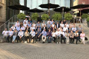 Mehr als 40 Händler aus 16 Ländern trafen sich zum  4. European Dealer Council des Büromöbelherstellers Haworth in Frankfurt