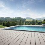 Design-Highlight für die Outdoor-Saison: Mit RELAZZO finello & naturo hat REHAU moderne Terrassendielen im Programm, die alle Vorteile von polymeren Werkstoffen bieten, ohne dass auf die natürliche Wärme, den Look und die Haptik von Holz verzichtet werden