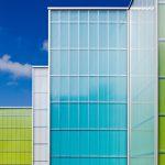 Studentenwohnheim Wuppertal: Transluzente Polycarbonat-Fassade kombiniert mit verschiedenfarbigen Stamisol Color Fassadenmembranen