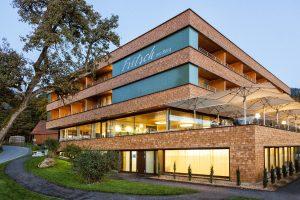 Das neue Hotel Fritsch am Berg bietet ein hochwertiges Wohnen und Erholung in spektakulärer Lage über dem Bodensee.