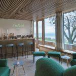 Bar und Lounge bieten Bodensee-Panorama und angenehme Aufenthaltsqualität. Die hellen Fliesen wurden mit dem flexiblen Dünnbettmörtel codex Power CX 3 verlegt.