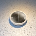 Um eine energieeffiziente Lüftung zu gewährleisten, wurde ein dezentrales Lüftungssystem von LUNOS verbaut. Es besteht aus zwölf e2-Belüftungsgeräten, jeweils mit einem ego mit Wärmerückgewinnung sowie drei Niedrigenergie-Abluftventilatoren.