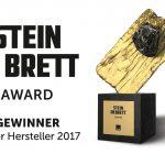 """Gleich über zwei """"Stein im Brett"""" Awards konnte sich Velux freuen – in den Produktkategorien """"Geneigtes Dach"""" und """"Sonnen- und Blendschutz"""" wurde das Hamburger Unternehmen als bester Hersteller ausgezeichnet."""